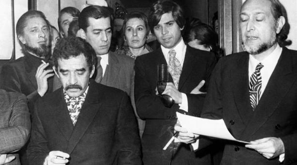 Imagen de 1970 en la que aparecen, entre otros escritores, Gabriel García Márquez y Mario Vargas Llosa (detrás 2i). Foto: Agencia EFE