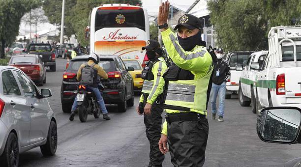 Agentes de la AMT realizan operativos de control en Quito. Foto: archivo / EL COMERCIO