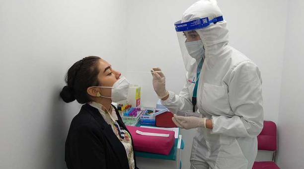 El martes 20 de abril del 2021 se firmó un acuerdo ministerial en el que se estableció un nuevo techo para el cobro de las pruebas PCR. Foto: Valeria Heredia / EL COMERCIO