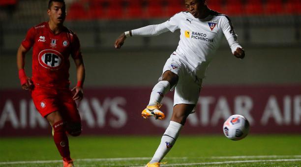 Billy Arce anotó un doblete para el empate de Liga de Quito ante Unión La Calera, en Chile. Foto: EFE