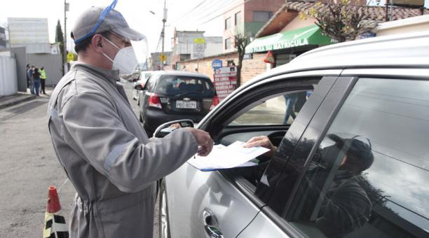 Un promedio de 45 000 revisiones técnicas a vehículos se realizan en los centros autorizados por la AMT en Quito. Foto: Galo Paguay/ EL COMERCIO