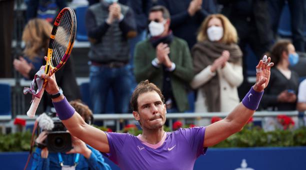 El tenista español Rafael Nadal, muestra su alegría al vencer al japonés Kei Nishikori en el Open Banc Sabadell, Trofeo Conde Godó disputado el 22 de abril del 2021 en las pistas del Real Club de Tenis de Barcelona. Foto: EFE