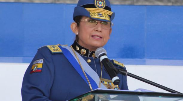 Varela recibió de parte de Irene Andreína Kunchi-Kiay Nunink, en representación de la mujer lideresa y trabajadora de la nacionalidad shuar, un presente, que significa