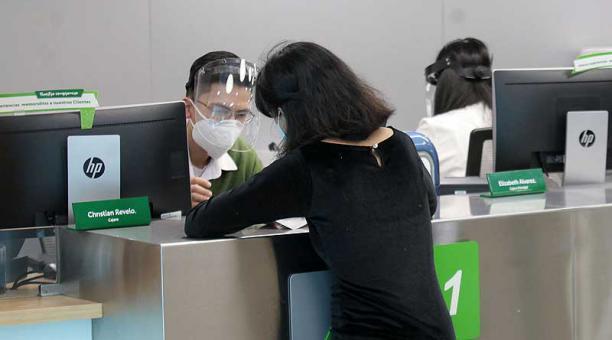 Los bancos informaron sobre la modalidad de atención los feriados y fines de semana. Foto: Julio Estrella / EL COMERCIO