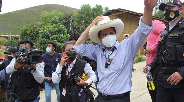 En un sondeo publicado este 22 de abril del 2021, el candidato Pero Castillo tiene un 41% de las intenciones de voto; mientras que la exlegisladora Keiko Fujimori obtuvo un 26%. Foto: Reuters