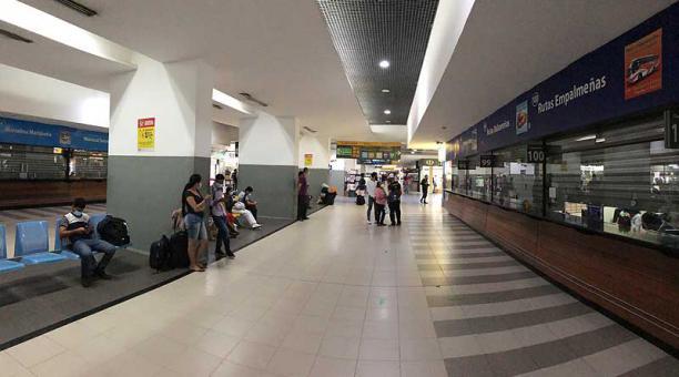 Los sábados y domingos se suspenderá la atención al público en las dos terminales terrestres de Guayaquil, acogiendo el Decreto de estado de excepción. Foto: Enrique Pesantes / EL COMERCIO