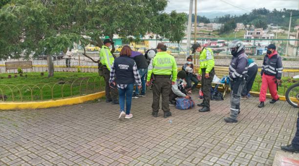 En Tulcán, Carchi, funcionarios de entidades de control realizaron un operativo en espacios públicos. Foto: Intendencia del Carchi