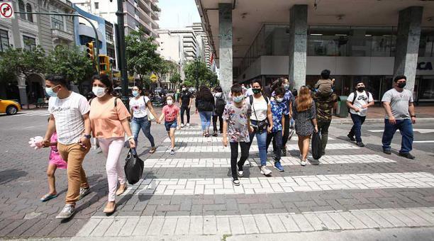 El COE de Guayaquil tomó seis medidas para contener la transmisión de covid-19 y que la ciudad recupere la capacidad hospitalaria. Foto: EL COMERCIO