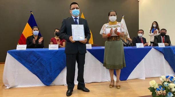 En la Delegación Electoral de Cañar se entregaron ayer las credenciales a tres asambleístas  provinciales electos. Foto: Cortesía.