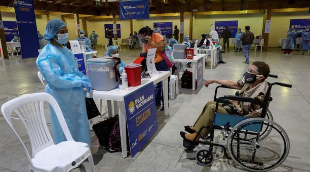 La Secretaria de Salud dijo que, del total de vacunados, la mayoría son personas de la tercera edad. Foto: EFE