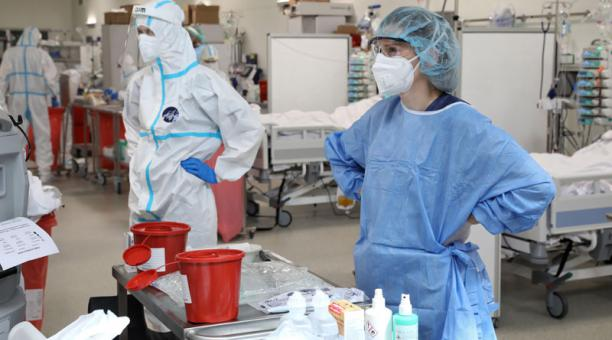 La OMS informó el 23 de abril del 2021 que en el mundo unos 4 millones de sanitarios se han infectado de covid-19, después de más de un año del inicio de la pandemia. Foto: EFE