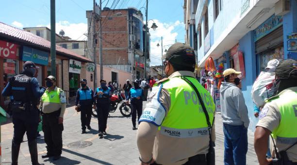 La Intendencia de Policía de Pichincha realizará operativos para controlar que se cumplan las medidas del estado de excepción, decretado por los casos de covid-19. Foto: Twitter Intendencia de Policía de Pichincha