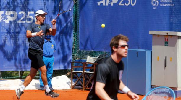 Ariel Behar y Gonzalo Escobar (izq.) ganaron a Tomislav Brki? y Nikola ?a?i?! en el ATP 250 de Belgrado. Foto: @SerbiaOpen2021