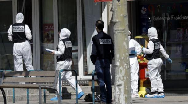 El primer ministro, Jean Castex, que se desplazó hasta el lugar para conocer de primera mano lo sucedido, denunció ante los medios que la mujer fue asesinada