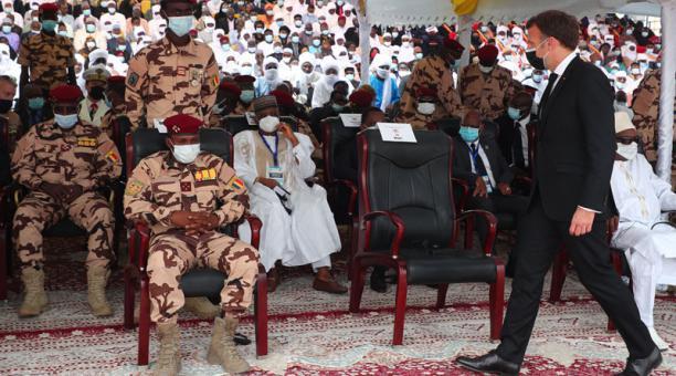 El presidente de Francia, Emmanuel Macron, asistió al funeral del Primer Mandatario de Chad, luego de la muerte en combates con los rebeldes. Foto: EFE