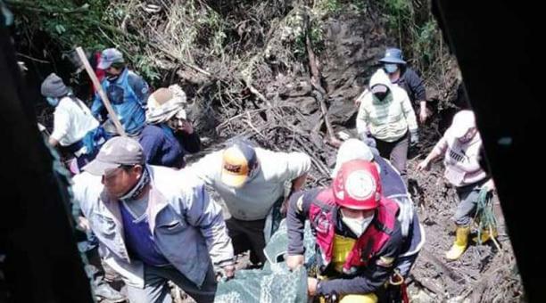 El cuerpo de la mujer fue localizado el 22 de abril del 2021 en la quebrada Santa Martha, en Latacunga. Foto: cortesía Bomberos de Latacunga