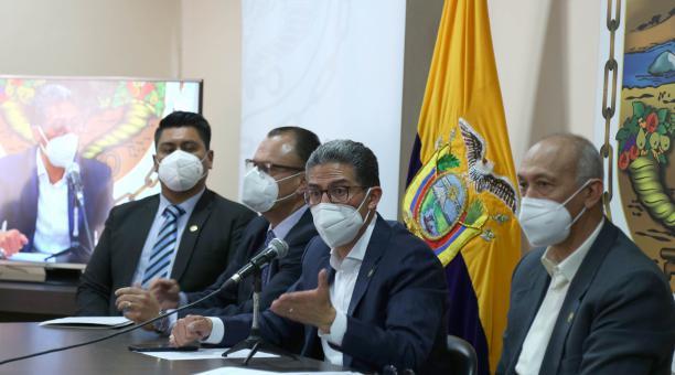 Rueda de prensa del Alcalde de Ambato, Javier Altamirano, este viernes 23 de abril del 2021. Foto: Glenda Giacometti/ El Comercio