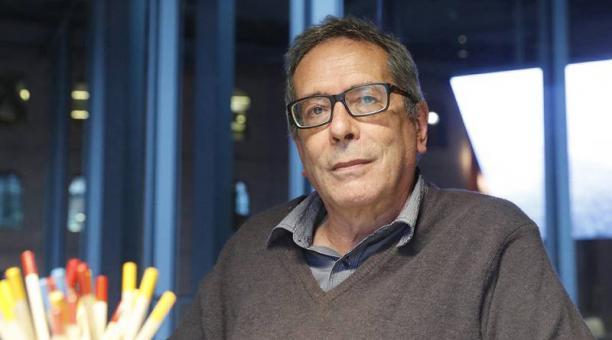 El autor argentino acaba de ganar el Premio Formentor. Sostiene que sus libros son 'juguetes' literarios para adultos. Foto: EFE
