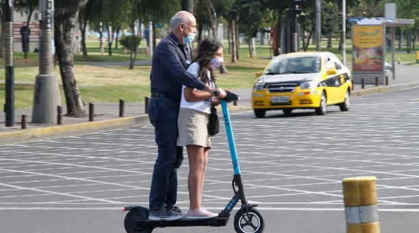 Vías para transporte alternativo buscan reducir tiempos de traslado, en la Shyris. Foto: Archivo El Comercio