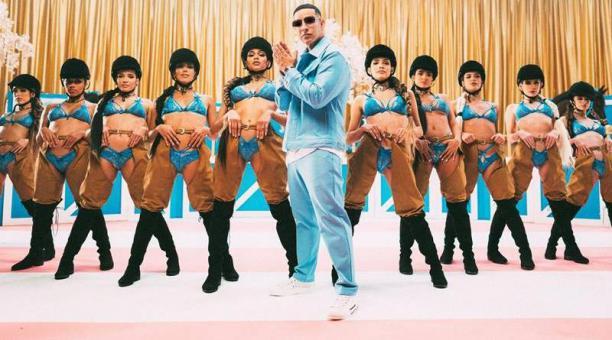 Fotografía cedida este viernes por Daddy Yankee que muestra un fotograma del video de la nueva canción