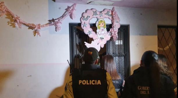 Un bautizo en el sur de Cuenca  que se desarrollaba cuando ya estaba vigente el estado de excepción fue suspendido por la Policía. Foto: Gobernación de Azuay