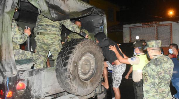 En Santo Domingo hubo detenidos por incumplir el estado de excepción y el confinamiento. Foto: Cortesía Gobernación Santo Domingo