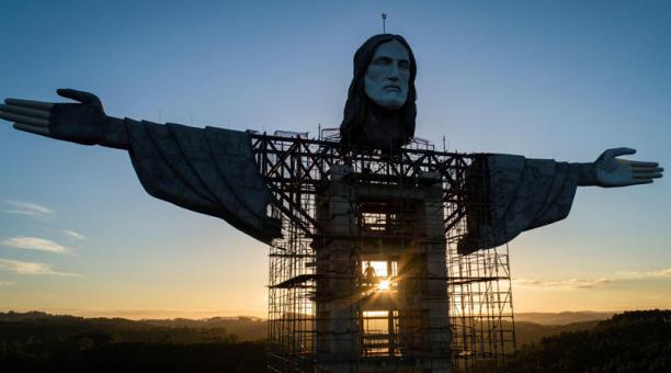 La estatua mide 36 metros de largo (medida de mano a mano). Un ascensor interno llevará a los turistas a un mirador en la región del pecho, a unos 40 metros de altura.