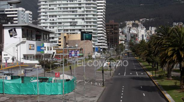 Pocos autos o motos circularon en la ciudad, en el primer día del confinamiento obligatorio. Foto: Julio Estrella/ EL COMERCIO