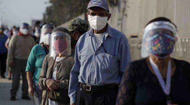 Hasta la fecha, el Gobierno peruano logró cerrar contratos para recibir 48 millones de dosis de vacunas este año. Foto: EFE