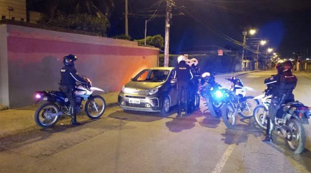En Cuenca hubo tres detenidos entre la noche del sábado 24 y el domingo 25 de abril de 2019 por incumplir el estado de excepción. Foto: Cortesía