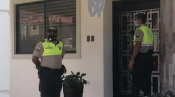 El ECU 911 informó que la Policía acudió a las 5:07 del sábado 24 de abril tras una alerta sobre una fiesta clandestina en una casa en el kilómetro 11 de la vía a la Costa. Foto: Cortesía Ministerio de Gobierno