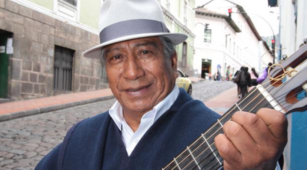Jesús Fichamba, artista de origen otavaleño murió a causa de las complicaciones provocadas por el covid-19. Foto: Archivo / El Comercio