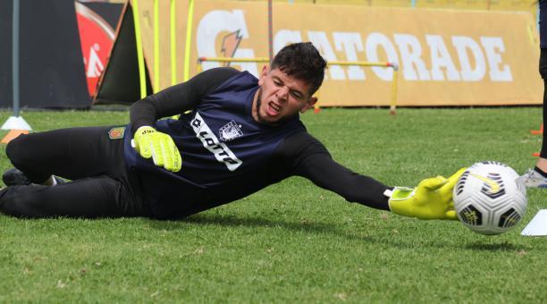 Brian Heras, arquero de Deportivo Cuenca, fue convocado al microciclo de arqueros de la Selección. Foto: Twitter el Deportivo Cuenca