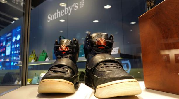 Los zapatos del cantante Kanye West se vendieron a un precio exorbitante. Foto: Reuters