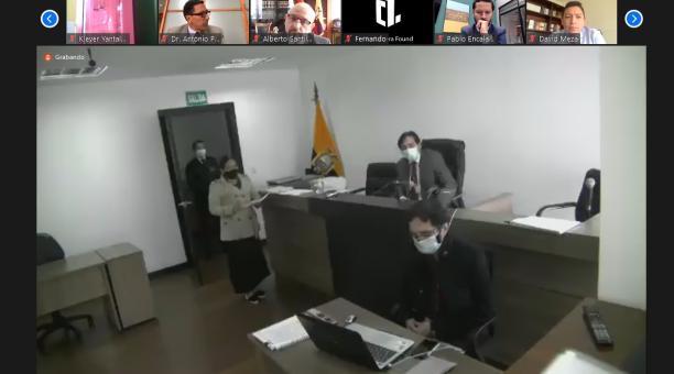 A las 11:46, y tras las intervenciones de los participantes, el juez declaró un receso. Foto: @FiscaliaEcuador