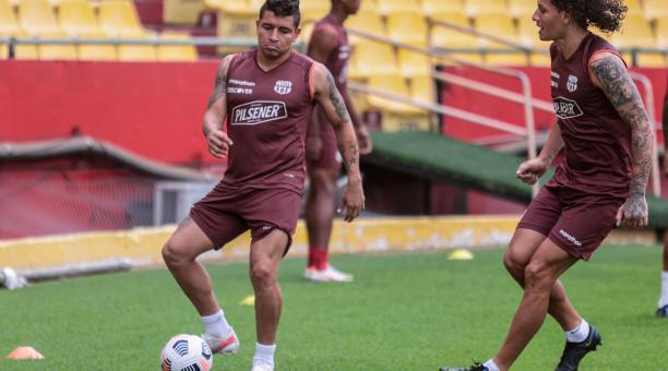 Mario Pineida y Willian Riveros en el entrenamiento de este lunes 26 de abril del 2021 en el estadio Monumental. Foto: Twitter de Barcelona SC