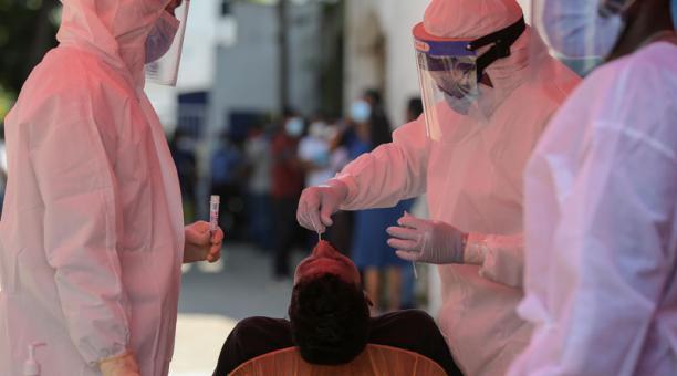 La OMS ha dado la autorización para un ensayo de tratamiento para pacientes de coronavirus con cuadro leve. Foto: EFE