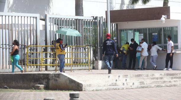 En el Ecuador, investigadores realizan el secuenciamiento de muestras para identificar las variantes del coronavirus que han afectado a los pacientes. Foto: Enrique Pesantes/ EL COMERCIO