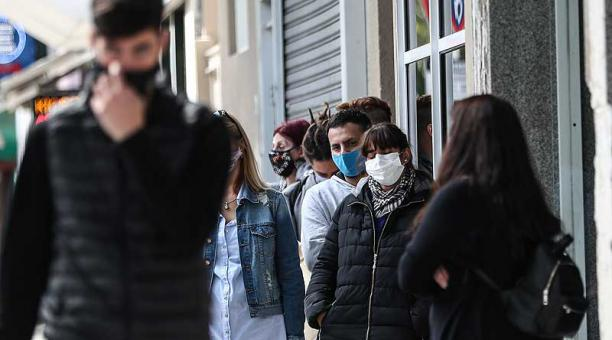 Argentina atraviesa desde hace casi un mes un vertiginoso aumento de los casos de covid-19, con creciente nivel de ocupación de camas en las unidades de terapia intensiva. Foto: EFE