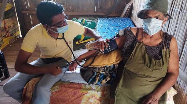 Las brigadas médicas visitaron las zonas rurales de Sucre, en Manabí. Foto: cortesía Municipio de Sucre