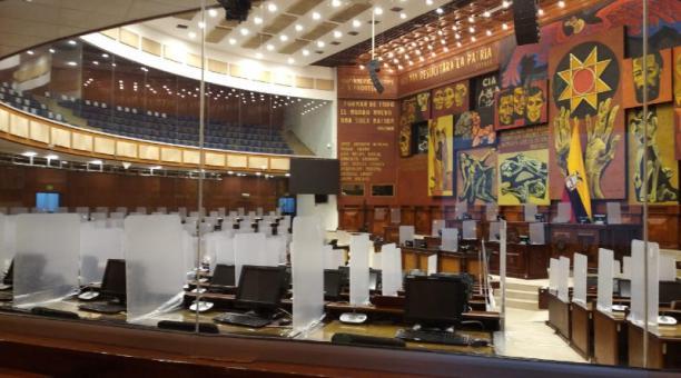 El Pleno de la Asamblea Nacional con protección para los parlamentarios. Foto: Roger Vélez.