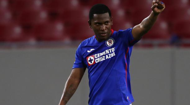 El delantero Brayan Angulo marcó un doblete en el triunfo del Cruz Azul en la Liga de Campeones de la Concacaf. Foto: Concacaf.