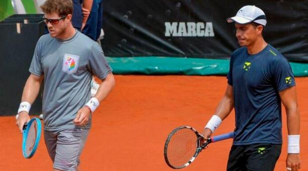 Gonzalo Escobar y Ariel Behar se clasificaron a los cuartos de final del ATP 250 de Estoril (Portugal). Tomado de Twitter