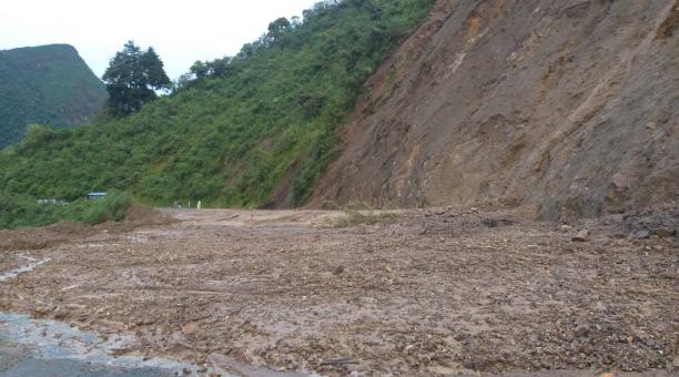Las fuertes lluvias provocaron el deslave de tierra. Foto: Cortesía Tenencia Política de Pilaló