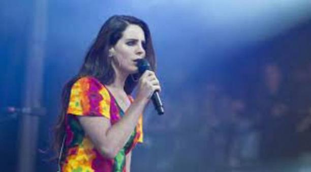 La cantante Lana del Rey formaba parte de la cartelera oficial para la edición 2020. Foto: EFE