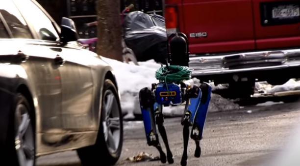 El perro robótico recibió muchas críticas desde su primera misión el pasado mes de febrero, cuando fue utilizado en el barrio de El Bronx. Foto: Captura