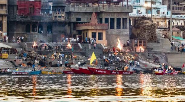 Imagen referencial: La cremación de los cuerpos de los fallecidos por covid-19 en sitios públicos se ha vuelto necesaria en la India ante la cantidad de decesos por el nuevo coronavirus. Pixabay