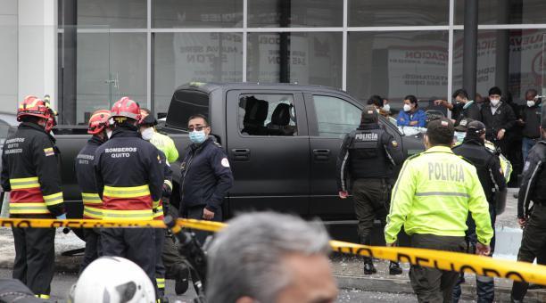 El cuerpo del abogado Harrison Salcedo permanece en las instalaciones de Medicina Legal de Quito. Personal de criminalística recaba información sobre su asesinato que ocurrió la mañana del 28 de abril de 2021 en el norte de la capital. Foto: EL COMERCIO