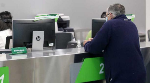 Los bancos privados atenderán a sus clientes de manera presencial en agencias con horario diferido este 30 de abril del 2021. Foto: archivo / EL COMERCIO