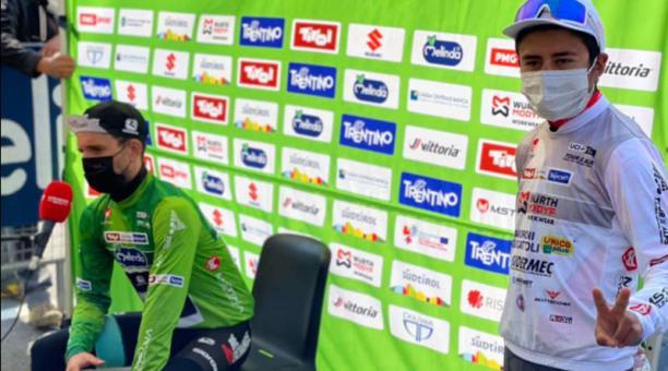 Alexander Cepeda con la camiseta blanda de líder de los jóvenes en el Tour de los Alpes 2021. Foto: Facebook Androni Giocattoli-Sidermec